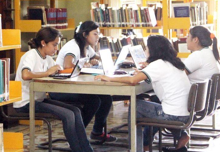 Apoyo a los estudiantes que necesitan reforzar reforzar su aprendizaje puedan hacerlo de manera organizada a través de internet, y con atención 24 horas al día. (Milenio Novedades)