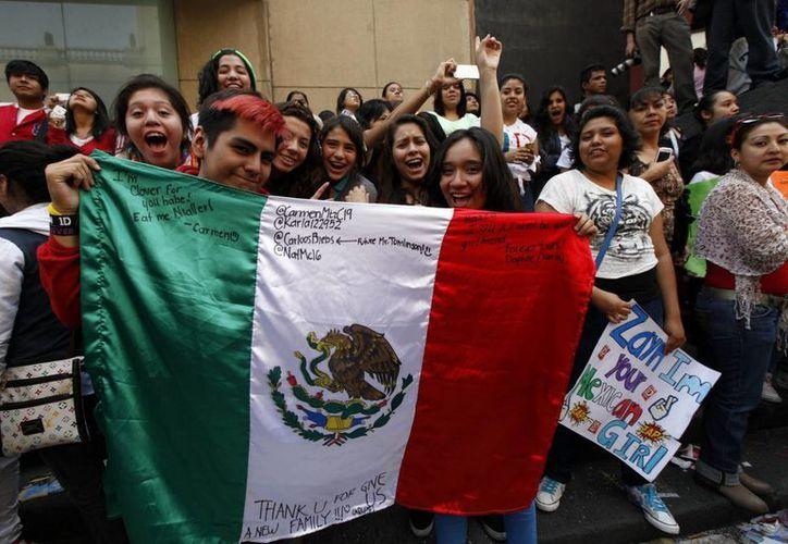 La música mexicana, presente en la espera de ver a One Direction. (Notimex)