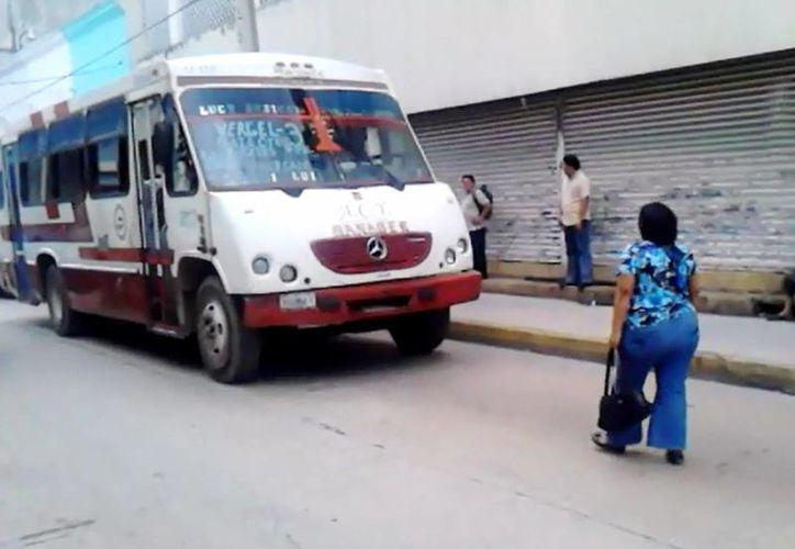 Vanos fueron los esfuerzos de Ana Isabel Góngora Cardeña, quien se puso enfrente del autobús para que no huyera del lugar del accidente. (SIPSE)