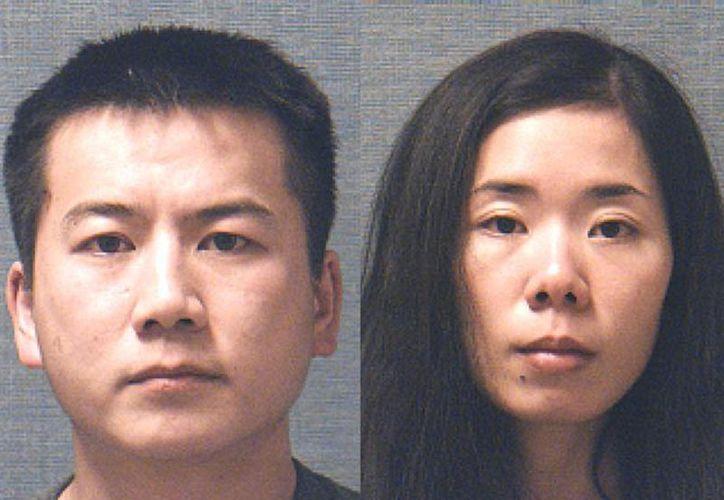 Liang Zhao de 34 años (izq), y Mingming Chen, de 29 años,  fueron imputados el martes por el asesinato de su hija. (WCPO.com)