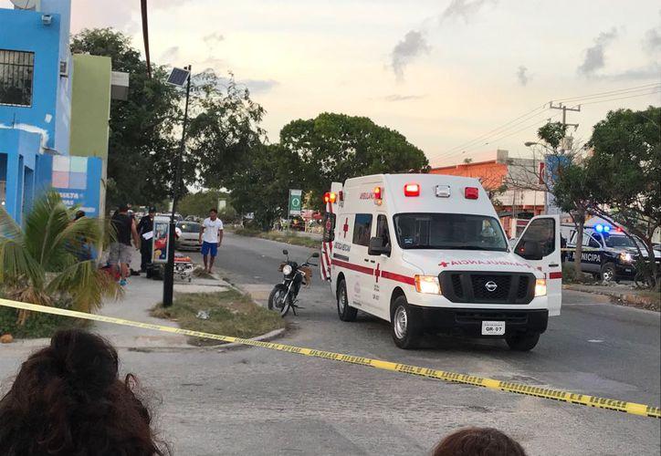 Policías municipales y ministeriales acudieron al lugar de los hechos para acordonar el área. (Foto: Cortesía)