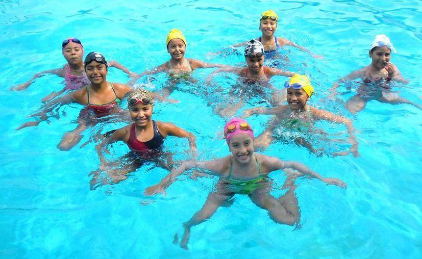 Integrantes del exitoso equipo yucateco de nado sincronizado. (Milenio Novedades)