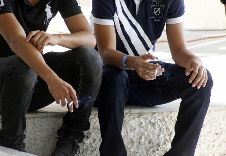 Las edades de la población fumadora activa oscilan entre los 18 y 65 años. (Sergio Orozco/SIPSE)
