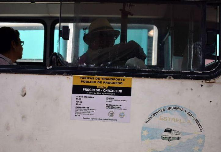 Los usuarios del transporte público en Progreso expresaron su enojo por el aumento del precio del pasaje. (Foto: Milenio Novedades)