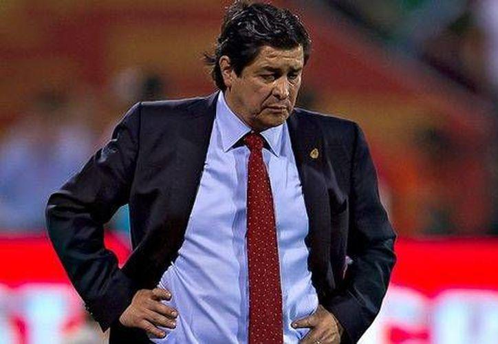 <i>El Flaco</i> Tena (foto) entrenará al Cruz Azul tras el ceso de Guillermo Vázquez. (Milenio)