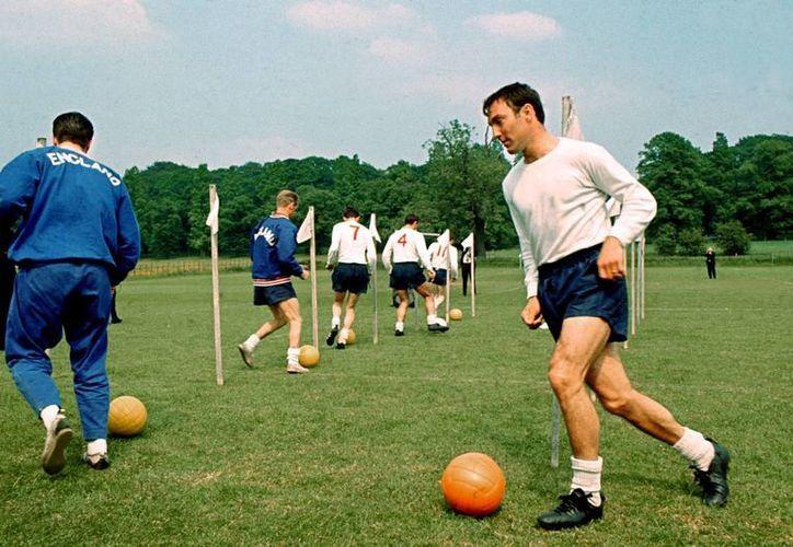 Jimmy Greaves, uno de los máximos goleadores en la historia del Tottenham y de la Liga de Inglaterra se recupera de un derrame cerebral. (whoateallthepies.tv)
