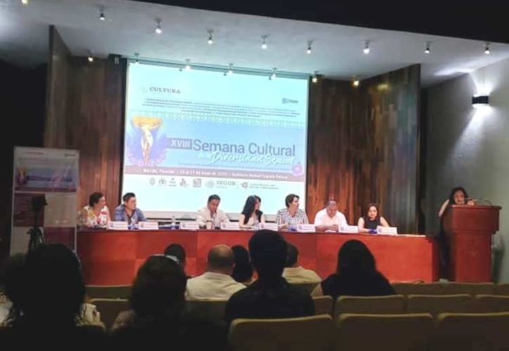 """La presentación de la XVIII Semana Cultural de la Diversidad Sexual en el auditorio """"Manuel Cepeda Peraza"""" de la UADY. (Foto: redes sociales)"""
