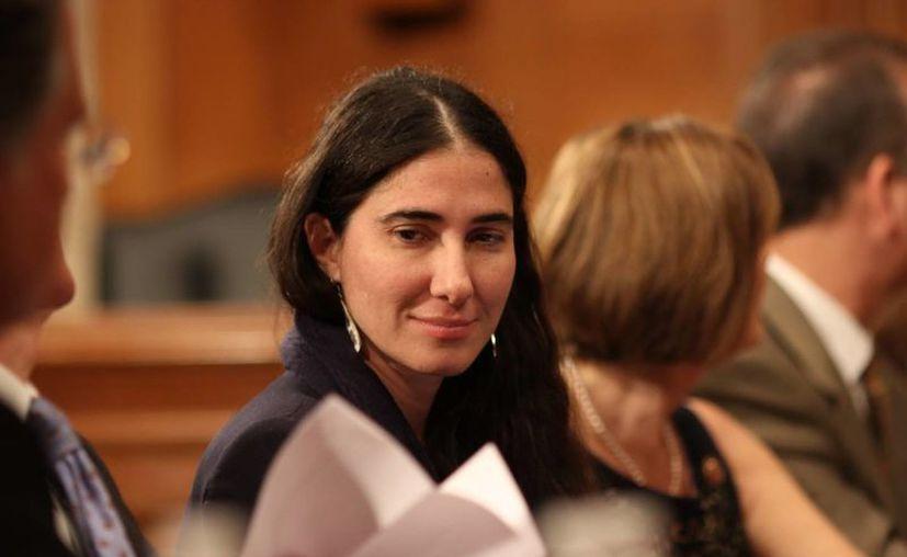 Yoani Sánchez sonríe durante su reunión este martes con legisladores de Estados Unidos en la sede del Congreso en Washington. (EFE)