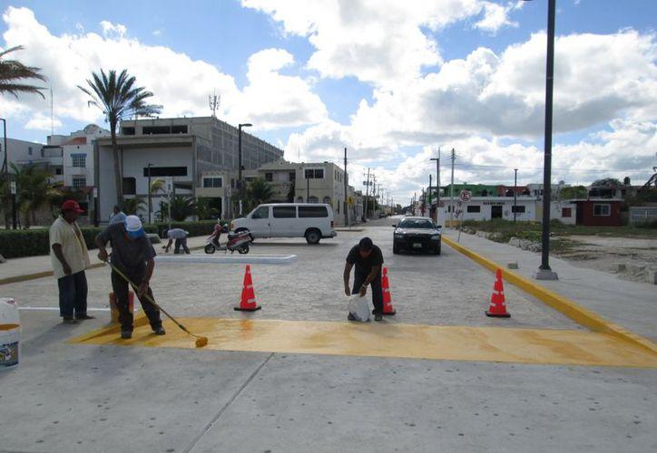 Realizan últimos trabajos  urbanísticos en las vías aledañas al bulevar. (Manuel Pool/SIPSE)