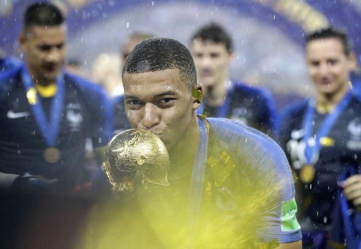 El astro francés Kylian Mbappé demostró su generosidad después de la Copa del Mundo. (vanguardia.com)