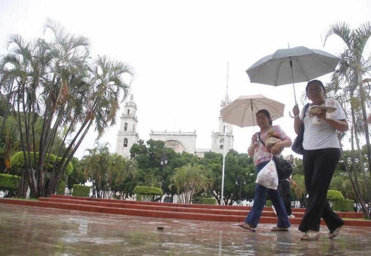 La lluvia acompañará a los meridanos por lo menos dos días más. (Juan Carlos Albornoz/SIPSE)