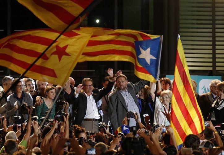 Artur Mas, presidente de la Generalit de Cataluña, celebró la victoria de los partidos separatistas en la histórica jornada del domingo. (AP)