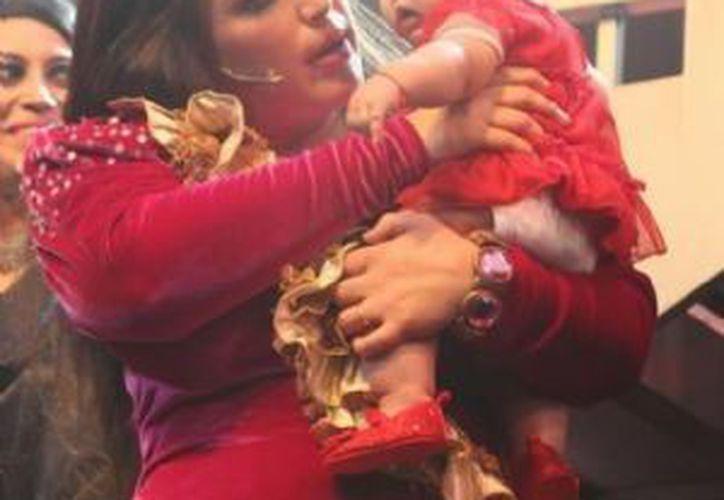 Angélica Vale trabajó hasta sus cinco meses de embarazo, por lo que cree que su bebé ya está acostumbrada al mundo artístico. (Notimex)
