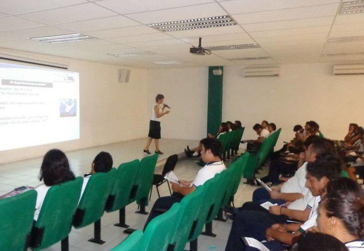 El objetivo es sensibilizar a los jóvenes en el ámbito del emprendedurismo. (Redacción/SIPSE)