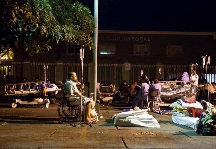 Miles de managüenses pasan la noche en zozobra por la cadena de sismos que no parece disminuir. (AP)