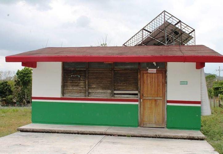 Las instalaciones tenían más de 40 años de servicio y su infraestructura representaba un peligro para los alumnos. (Edgardo Rodríguez/SIPSE)