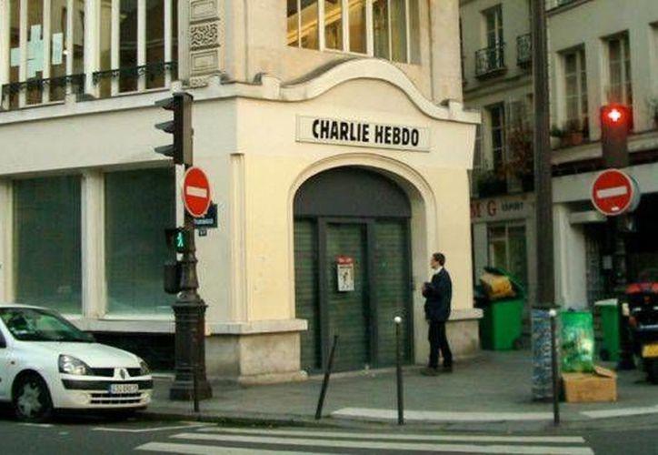 El diario satírico Charlie Hebdo, donde 12 personas murieron acribilladas en enero de este año, sufrió un nuevo golpe al anunciarse la renuncia de uno de sus escritores y de un caricaturista. (aciprensa.com)