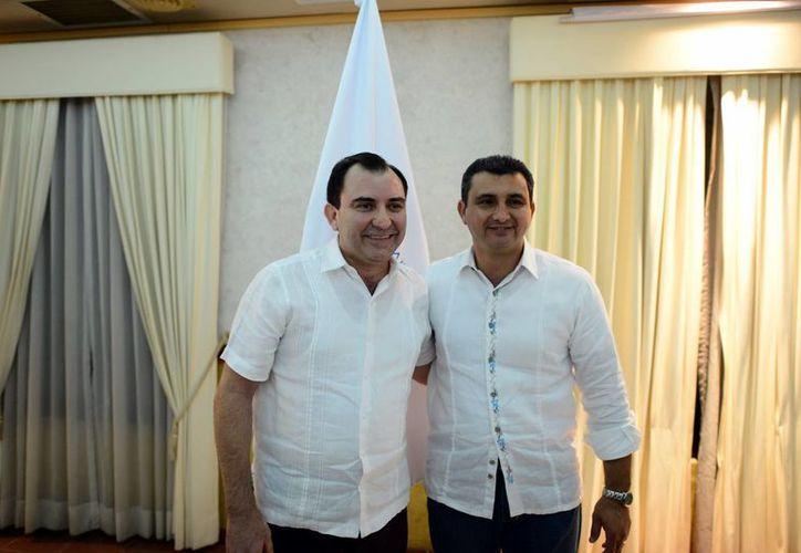 Reynaldo Perdomo Castellanos (izq), fue elegido en sustitución de Carlos Worbis Rosado. (Luis Pérez/SIPSE)
