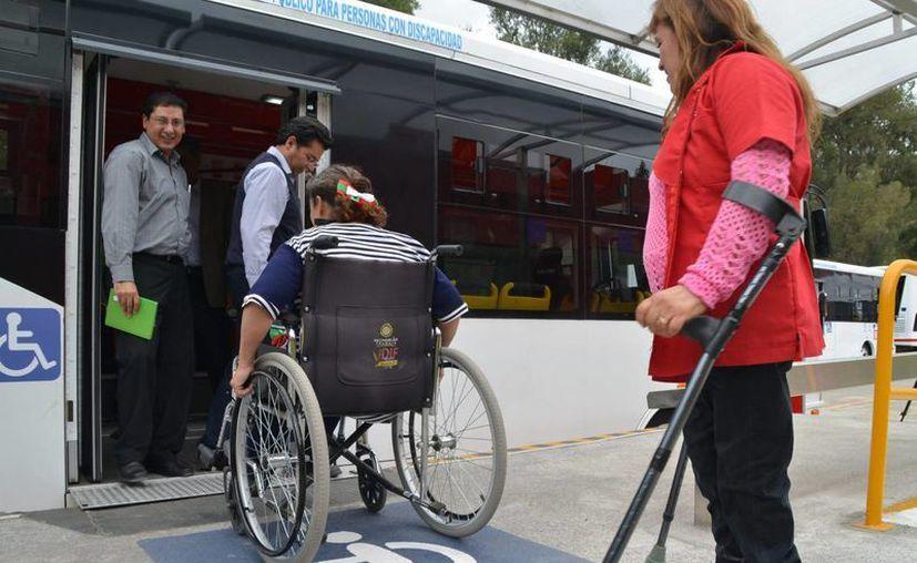 El gobierno federal propondrá reformas a la Ley General para la Inclusión de las Personas con Discapacidad para que el sector laboral otorgue el tres por ciento de sus vacantes a las personas con limitaciones físicas, además de que tanto la infraestructura como el personal de las empresas tendrían que acoplarse a esta legislación. (Archivo Notimex)