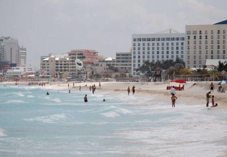 Autoridades federales visitan los complejos propuestos para albergar el tianguis turístico. (Archivo/SIPSE)