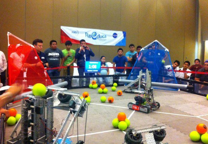 El torneo de robótica fomenta el desarrollo intelectual de los jóvenes. (Pedro Olive/SIPSE)