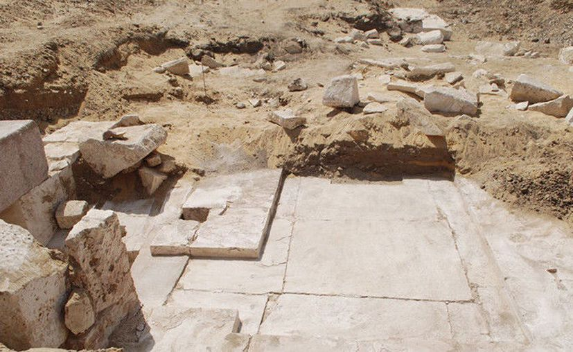 Los arqueólogos no pueden acceder a la momia debido al mal estado de conservación del sarcófago. (RT)