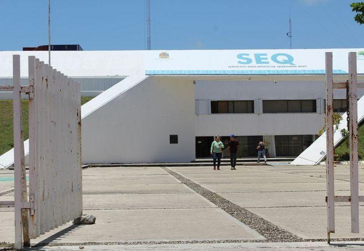 En un comunicado, la SEQ negó la destitución de su titular. (Foto: Novedades)