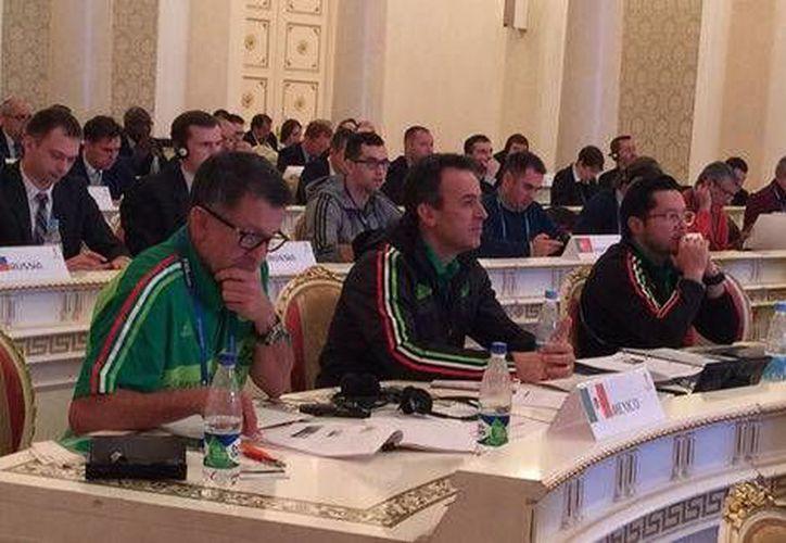 La directiva de la Selección Mexicana de Futbol ya se encuentra en Kazán, ciudad en la que se celebrará el sorteo de la Confederaciones 2017.(Femexfut)