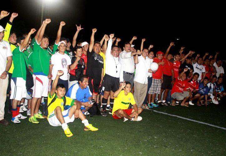 Durante la apertura del evento participaron más de 30 equipos. (Redacción/SIPSE)