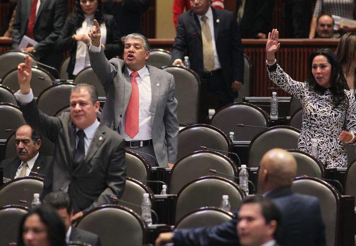 El dictamen sobre la desindexación del salario mínimo aprobado por los diputados fue turnado al Senado para su análisis y eventual ratificación. (Notimex)