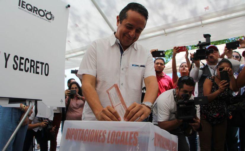 El gobernador del estado emitió su voto. (Redacción/SIPSE)