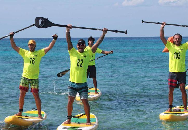 La primera competencia de Stand up Paddle Boarding se realizó el sábado en Cozumel. (Gustavo Villegas/SIPSE)