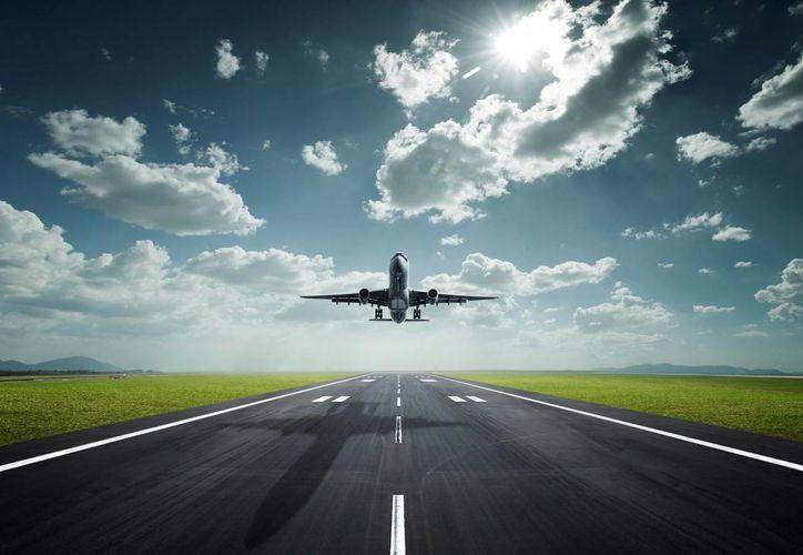 Al parecer, aviones tiran residuos sépticos al momento de aterrizar en China. (Internet)