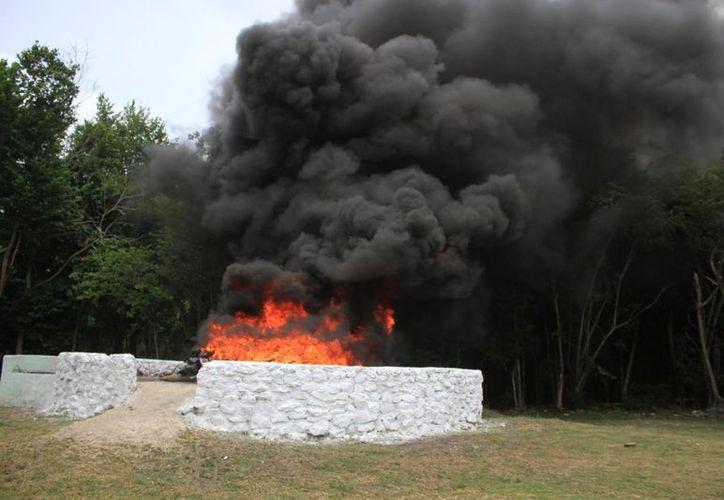 La destrucción de los estupefacientes se realizó en en las instalaciones de la Base del Centro de Adiestramiento Militar de Xtomoc. (Daniel Tejada/SIPSE)