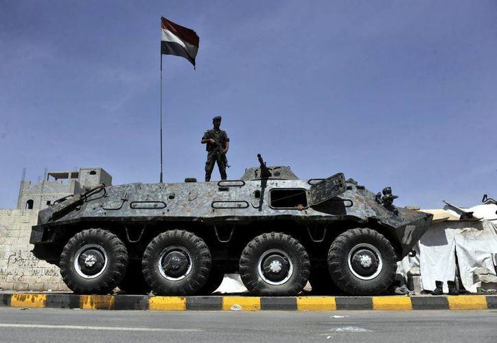 Varios soldados yemeníes durante su guardia en Saná. (EFE)