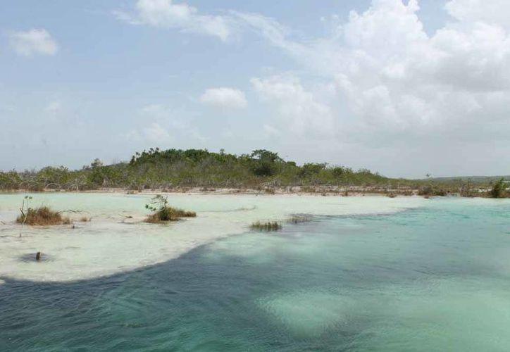 México y Reino Unido firmaron un acuerdo para proteger vía satélite el corredor ecológico Bacalar, en Q. Roo. (Archivo/SIPSE)