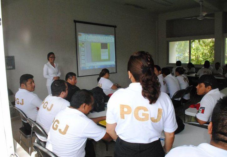 En la ciudad participan en los cursos un total de 33 elementos. (Eric Galindo/SIPSE)