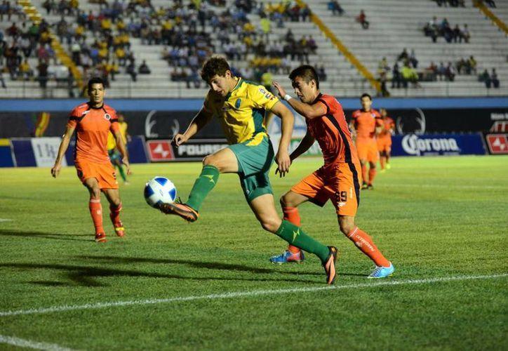 Aunque mostraron garra, los jugadores del Mérida fueron maniatados por Delfines. (Milenio Novedades)