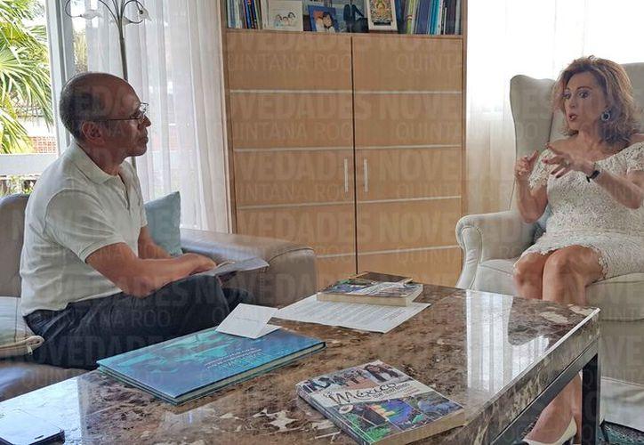 Cristina Alcayaga Núñez fue entrevistada por César Muñoz. (Israel Leal /SIPSE)
