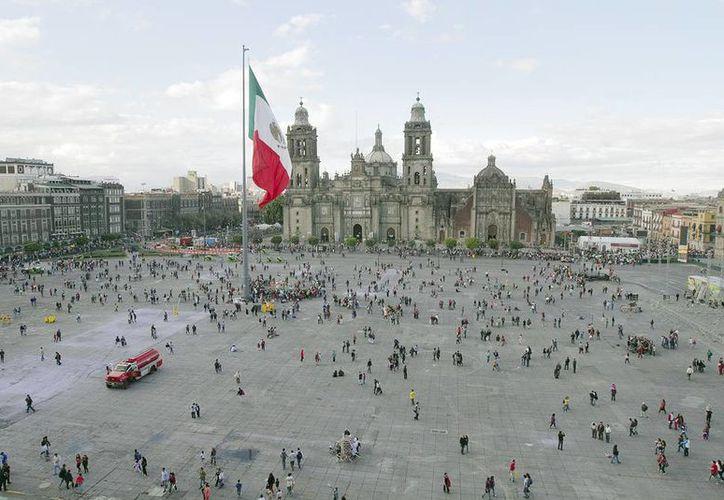 El costo para hacer zona peatonal el Zócalo de la Ciudad de México y sus alrededores costaría 80 millones de pesos. (Notimex)