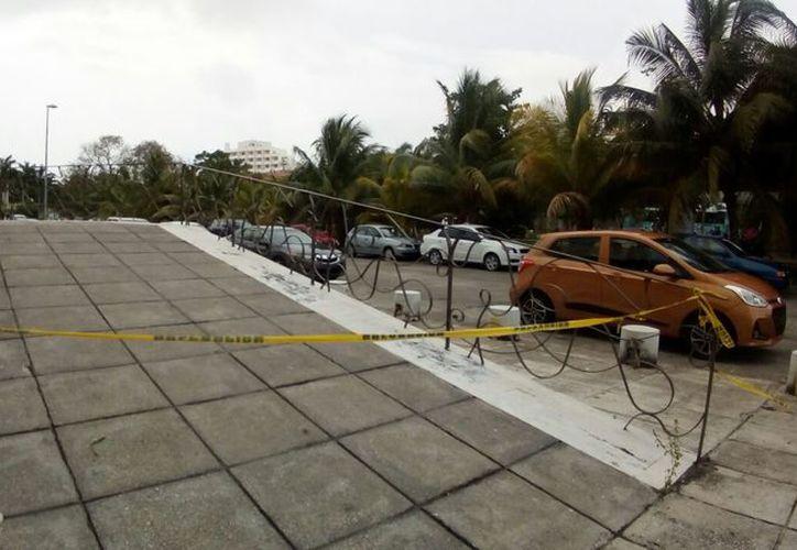 El cuerpo del trabajador fue hallado en el estacionamiento de taxis del hotel Occidental Costa Cancún. (Redacción/SIPSE)