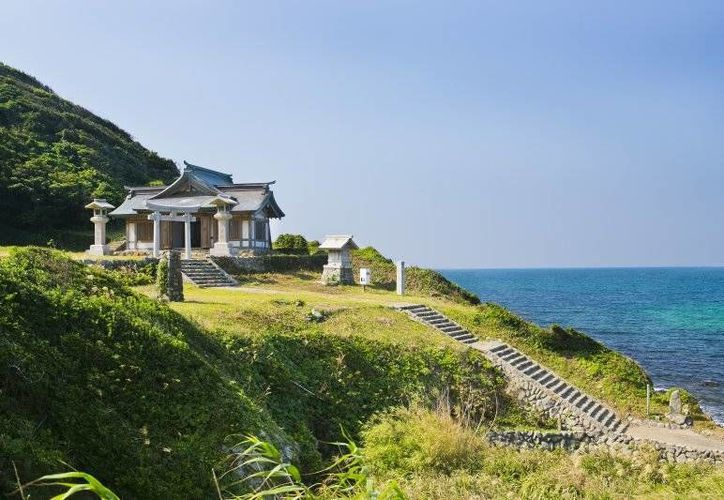 Okinoshima, es una isla donde las mujeres tienen prohibido entrar. Japón, nación en la cual se encuentra pretende que sea Patrimonio de la Humanidad. (www.storm.mg)