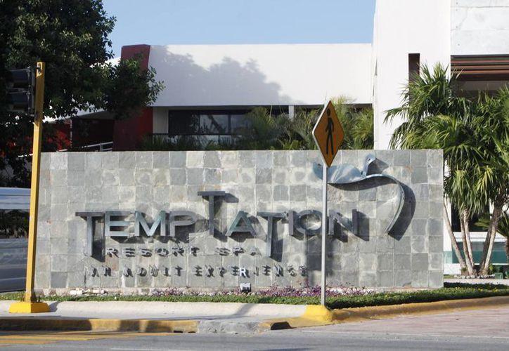 El hotel requiere de una demolición para iniciar el proyecto. (Israel Leal/SIPSE)