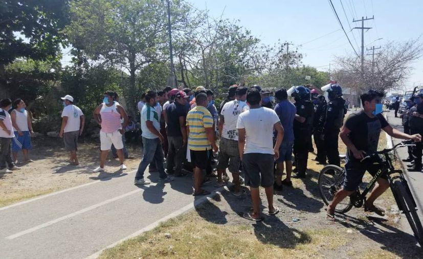 Los mototaxistas inconformes denunciaron detenciones y retiro arbitrario de colaboradores. (Novedades Yucatán)