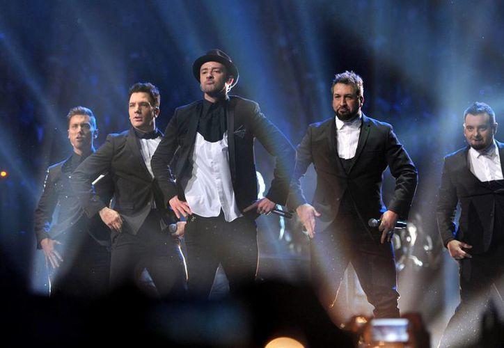 En el marco de los VMA hace su aparición 'N Sync con todos sus integrantes. (Agencias)