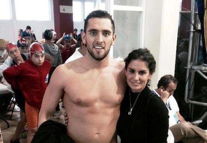 Fernando Betanzos junto a su entrenadora Ema Fuentes, quien lo ha guiado a lograr gran cantidad de triunfos con el paso de los años. (Redacción/SIPSE)