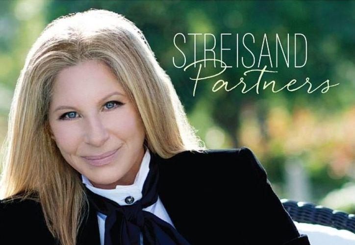 Barbra Streisand es una cantante consumada no solo entre las antiguas generaciones sino entre las nuevas, pues mantiene su popularidad. (musictimes.com)