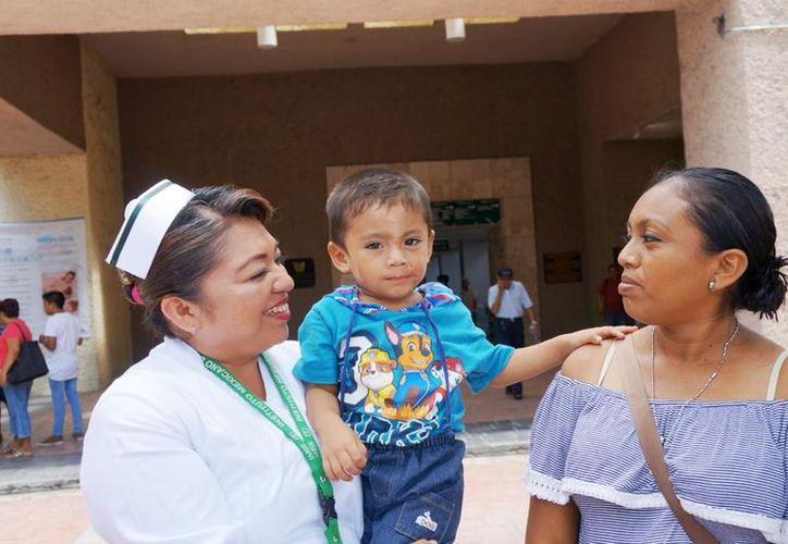 La señora Jessica Cocom Tun, madre de Matías, compartió su experiencia después del accidente. (SIPSE)