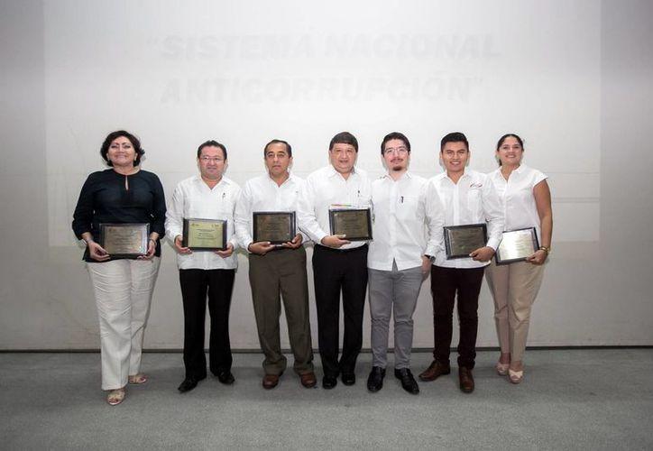 Exponentes del primer Foro Universitario 'Sistema Nacional Anticorrupción'. (Milenio Novedades)