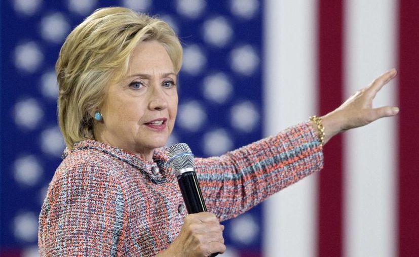 Hillary Clinton atacó las propuestas económicas del aspirante republicano a la Casa Blanca, Donald Trump. (EFE)